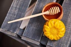 Produtos das abelhas do mel Fotografia de Stock Royalty Free
