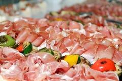 Produtos de carne arranjados Fotografia de Stock