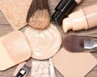 Produtos de composição básicos para a tez sem falhas foto de stock