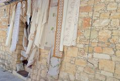 Produtos de matéria têxtil do laço de Lefkara Lembranças de Chipre fotografia de stock royalty free