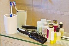 Produtos dos cuidados pessoais em uma sala do banho Imagem de Stock Royalty Free
