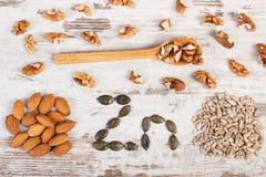 Produtos e ingredientes que contêm o zinco e a fibra dietética, nutrição saudável fotos de stock royalty free