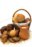 Produtos e leite do pão fotografia de stock