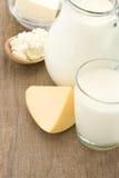 Produtos e queijo de leite na madeira Imagens de Stock Royalty Free