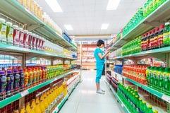 Produtos interiores do supermercado Imagens de Stock