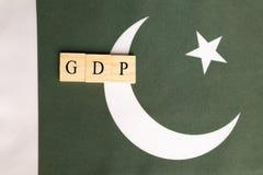Produtos internos ou GDP bruto do conceito de Paquistão na bandeira de Paquistão imagem de stock