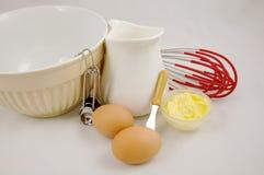 Produtos lácteos da manteiga dos ovos e ingrediente do cozimento foto de stock royalty free