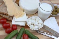 Produtos láteos para a refeição tradicional de Shavuot Imagens de Stock Royalty Free