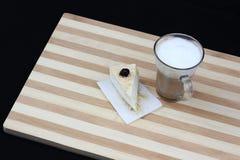 Produtos láteos para a refeição tradicional de Shavuot Fotografia de Stock
