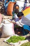 Produtos locais do mercado para a venda em Lalibela fotos de stock