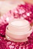 Produtos luxuosos dos termas e glitters da cor-de-rosa imagem de stock