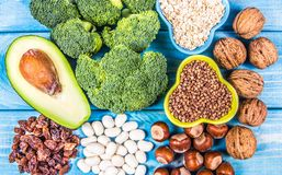 Produtos naturais ricos na piridoxina da vitamina B6 Conceito saudável do alimento fotografia de stock