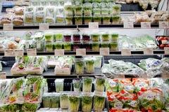 Produtos orgânicos sob a forma dos brotos novos saudáveis Imagem de Stock