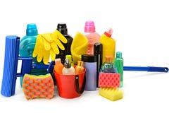 Produtos químicos de agregado familiar isolados no fundo branco Foto de Stock