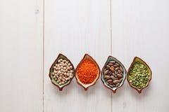 Produtos saudáveis grão-de-bico, lentilha, feijões e ervilhas dos pulsos Imagem de Stock Royalty Free