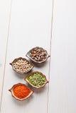 Produtos saudáveis grão-de-bico, lentilha, feijões e ervilhas dos pulsos Fotos de Stock Royalty Free