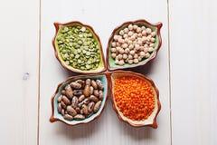 Produtos saudáveis grão-de-bico, lentilha, feijões e ervilhas dos pulsos Imagens de Stock Royalty Free