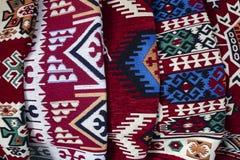Produtos tradicionais do tapete Fotografado na loja fotografia de stock royalty free