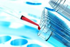 Produtos vidreiros de laboratório dos tubos de análise laboratorial da ciência da pipeta da pesquisa da célula estaminal, conceit foto de stock