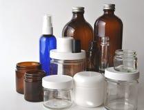 Produtos vidreiros de laboratório, frascos médicos e cosméticos e garrafas Imagem de Stock
