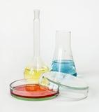 Produtos vidreiros de laboratório variados Fotografia de Stock Royalty Free
