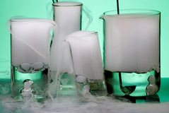 Produtos vidreiros durante a experiência com vapores entrados em erupção fotografia de stock royalty free