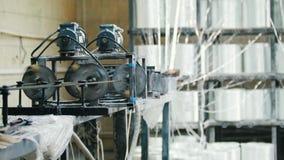 Produzindo as hastes de fibra de vidro - fabricação de reforço composto, indústria para a construção vídeos de arquivo