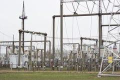 Produzione ad alta tensione di energia elettrica e sottostazione elettrica Immagine Stock