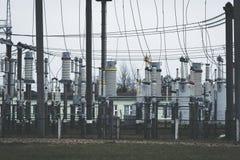 Produzione ad alta tensione di energia elettrica e sottostazione elettrica Fotografie Stock Libere da Diritti