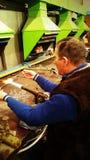 Produzione dei giocattoli di vetro di Natale Fotografie Stock