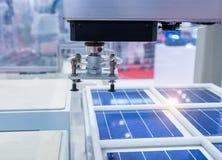 produzione dei pannelli solari immagini stock