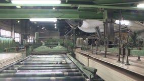 Produzione del cartone di fibra laminato Strati del cartone rigido per produzione della mobilia archivi video