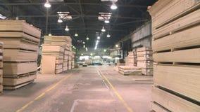 Produzione del cartone di fibra laminato Strati del cartone rigido per produzione della mobilia stock footage