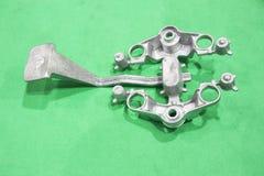 produzione della maniglia della corona del motocycle tramite il processo di alluminio della colata di gravità fotografie stock libere da diritti