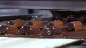 Produzione di cioccolato stock footage