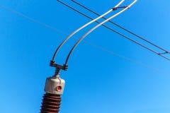 Produzione di elettricità Concetto di energia Dettaglio dell'isolante ceramico ad alta tensione Cavo ad alta tensione Fotografia Stock Libera da Diritti
