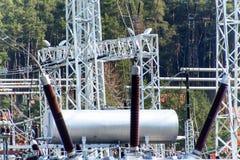 Produzione di elettricità Concetto di energia Sottostazione per la conversione e la distribuzione ad alta tensione di elettricità Immagini Stock
