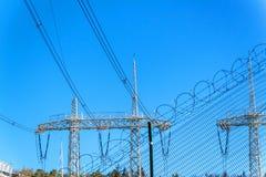Produzione di elettricità Concetto di energia Sottostazione per la conversione e la distribuzione ad alta tensione di elettricità Fotografie Stock Libere da Diritti