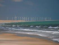 Produzione di energia del mulino di vento immagini stock libere da diritti