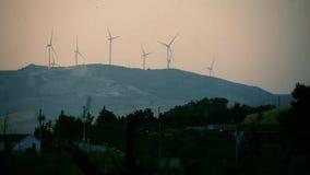 Produzione di energia eolica video d archivio