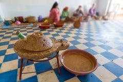 Produzione di olio di argan nel Marocco Immagine Stock