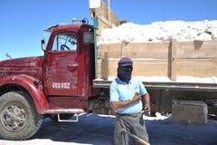 Produzione di sale sugli appartamenti del sale di Uyuni Fotografia Stock Libera da Diritti
