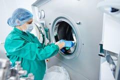 Produzione farmaceutica della compressa della fabbrica Fotografia Stock Libera da Diritti