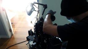 Produzione video della fucilazione del fotografo con l'insieme della macchina fotografica immagini stock