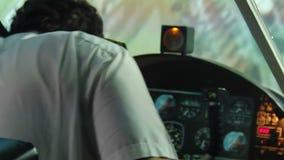 Proef hebbend hartverlamming tijdens vlucht, vliegtuig die, vreselijke luchtneerstorting neer vallen stock footage