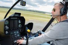 Proef werkende controles in cockpit royalty-vrije stock afbeeldingen
