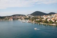 Proefboat cruising across-Baai in Kroatië royalty-vrije stock fotografie
