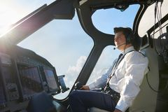 Proefin cockpit of-Helikopter tijdens Vlucht Royalty-vrije Stock Afbeelding