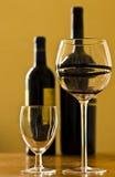 Proevende wijn Royalty-vrije Stock Foto