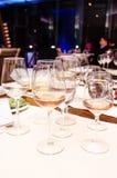 Proevende wijnen royalty-vrije stock fotografie
